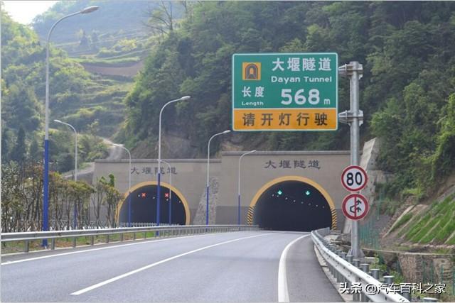 高速上过隧道不注意这个标志,一次就扣6分,车主要注意